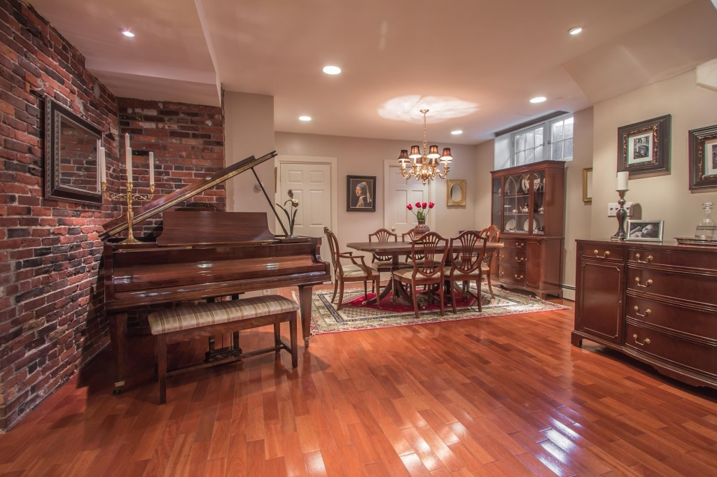 25 Walnut Dining room and piano